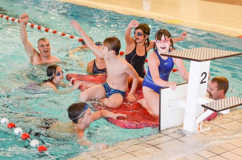 Ouder zwemmen mee-83
